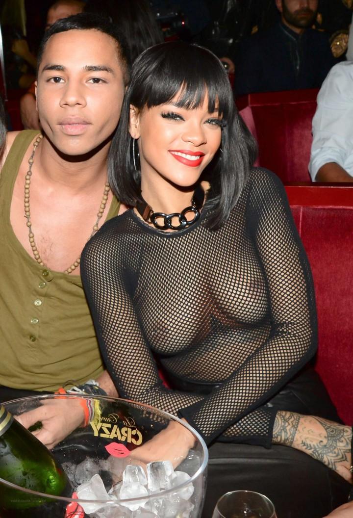 Rihanna a jej piercing